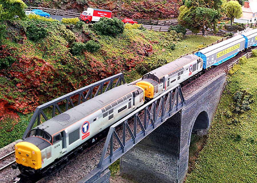 Class 37s on bridge